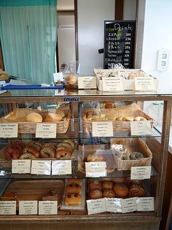 店内に並ぶパン