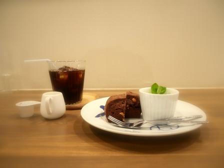スコーンとアイスコーヒー