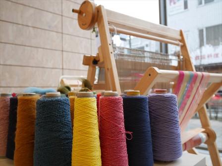 糸と手織り機
