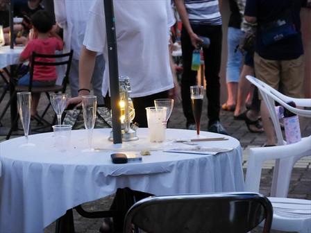 夜のテーブル席