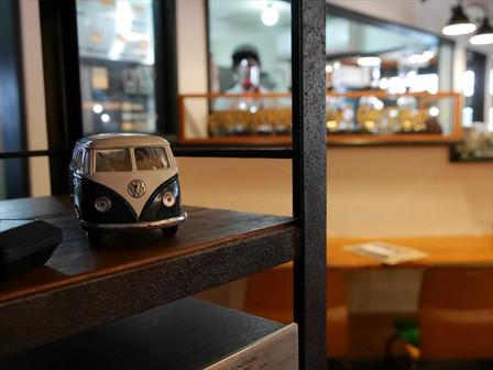 「CM2 CAFE」さん店内
