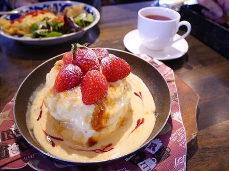 苺のブリュレパンケーキ