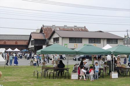 富岡市役所前広場