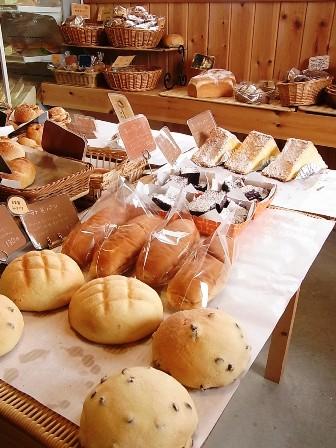 店内のパンたち
